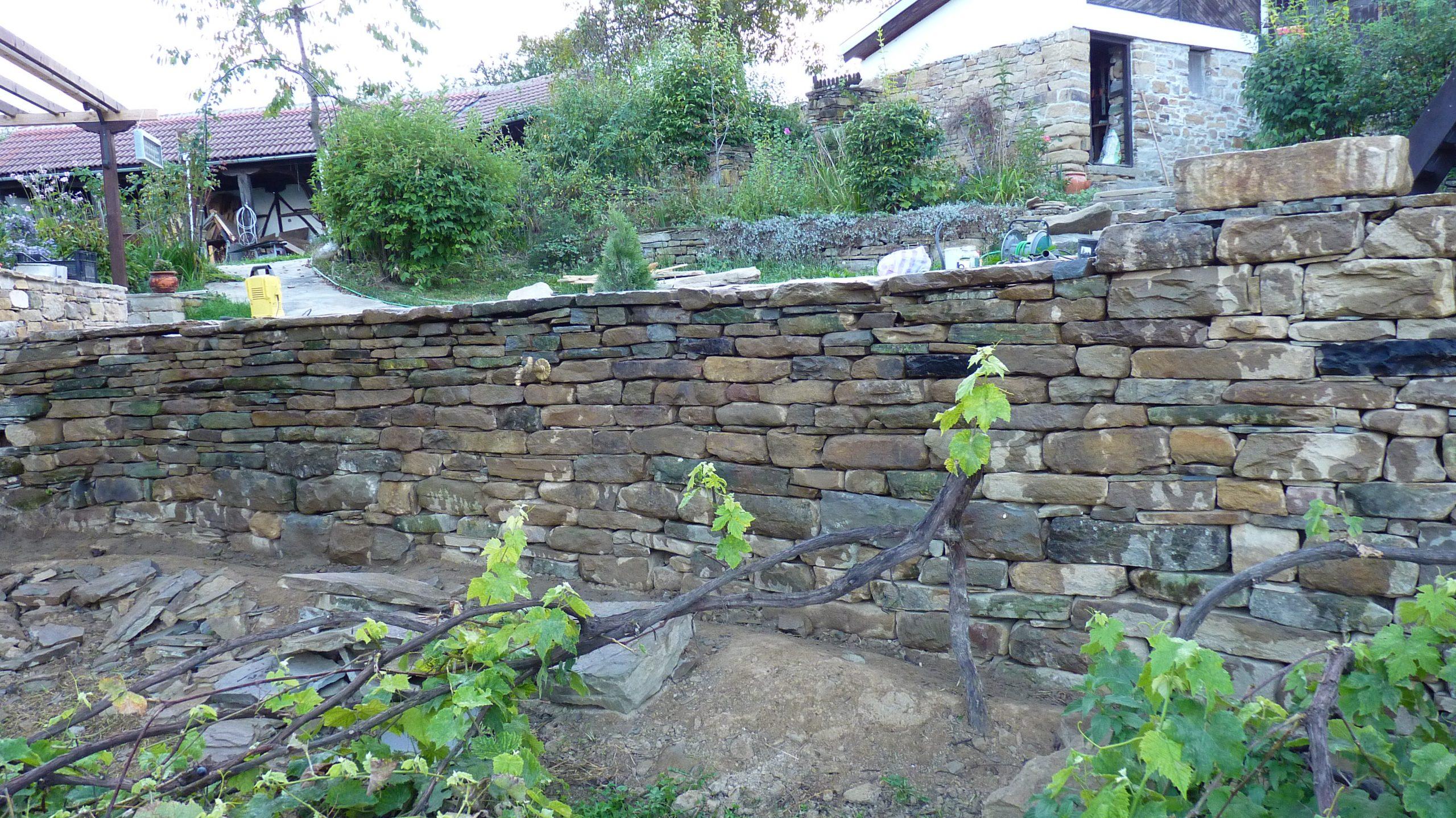 Двулицев дувар, суха каменна зидария, 10м