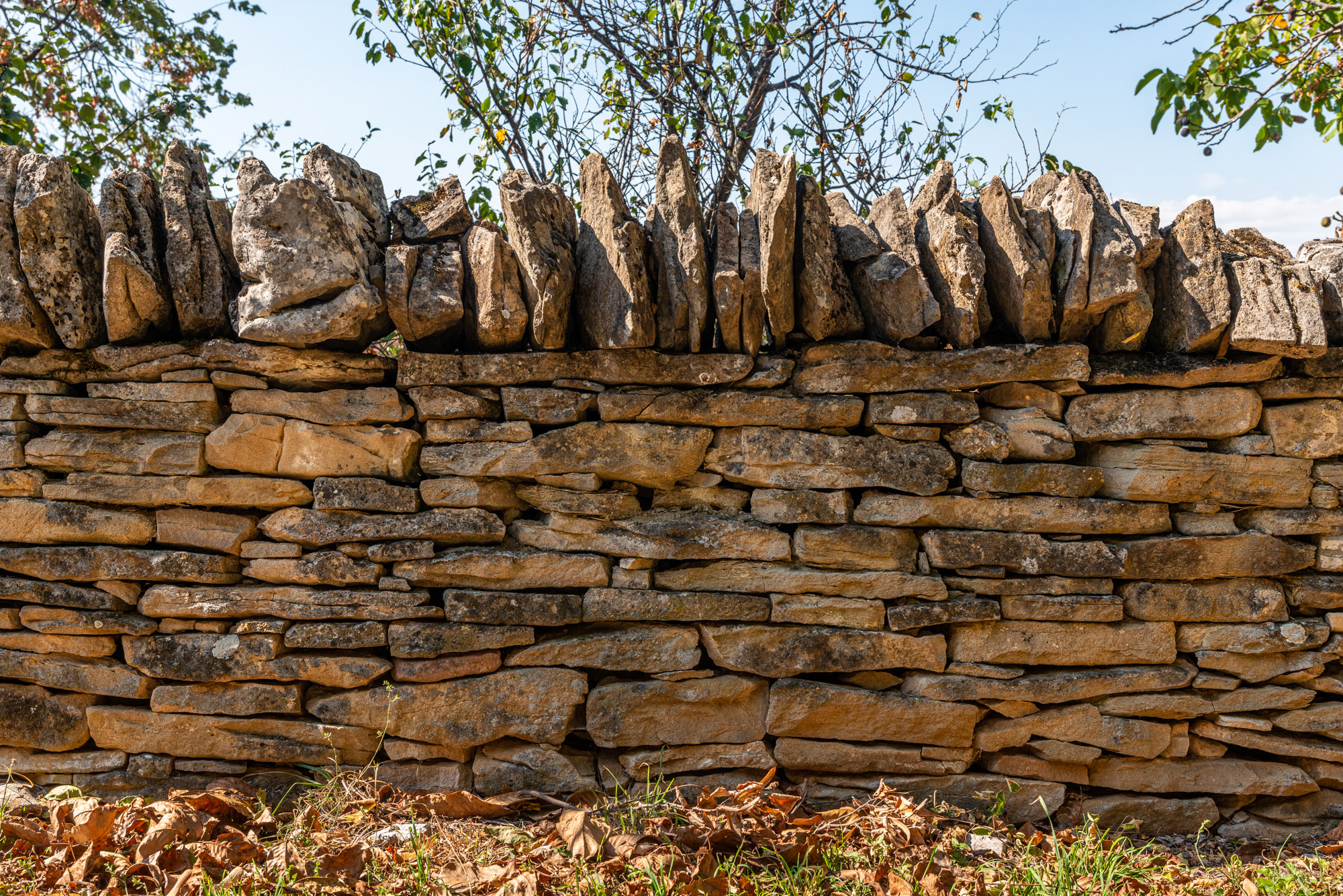 Суха каменна зидария, древна строителна техника на зидане с камък, призната от UNESCO за нематериално културно наследство.